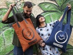 La shopper bag Smile non è un semplice accessorio.